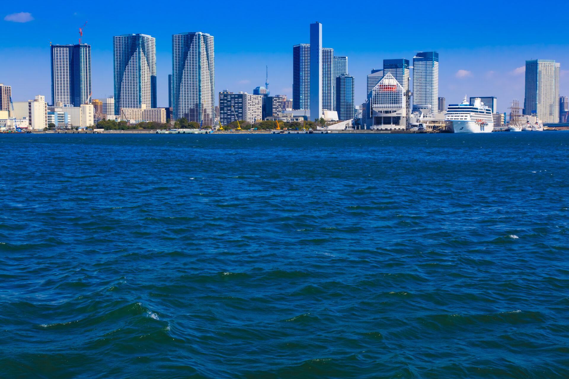 東京湾とビル群