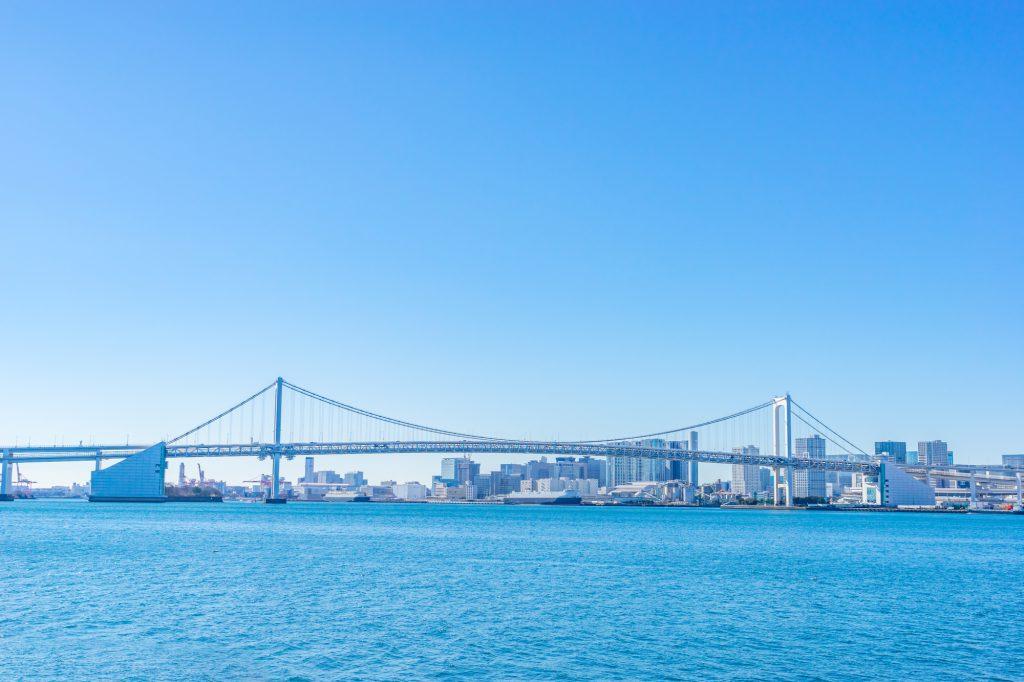 東京の街並みが見える海