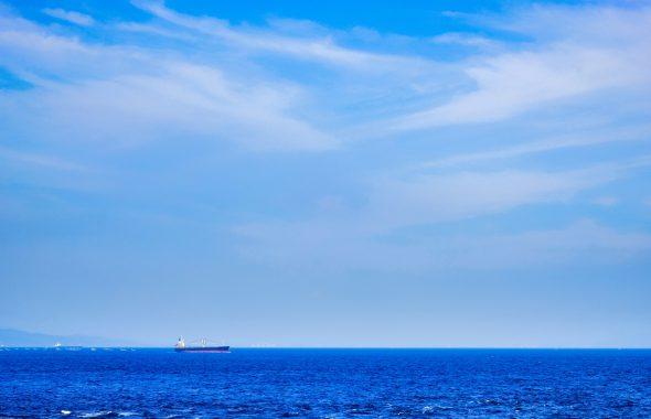 広い空と青い海