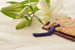 百合の花と数珠、袱紗