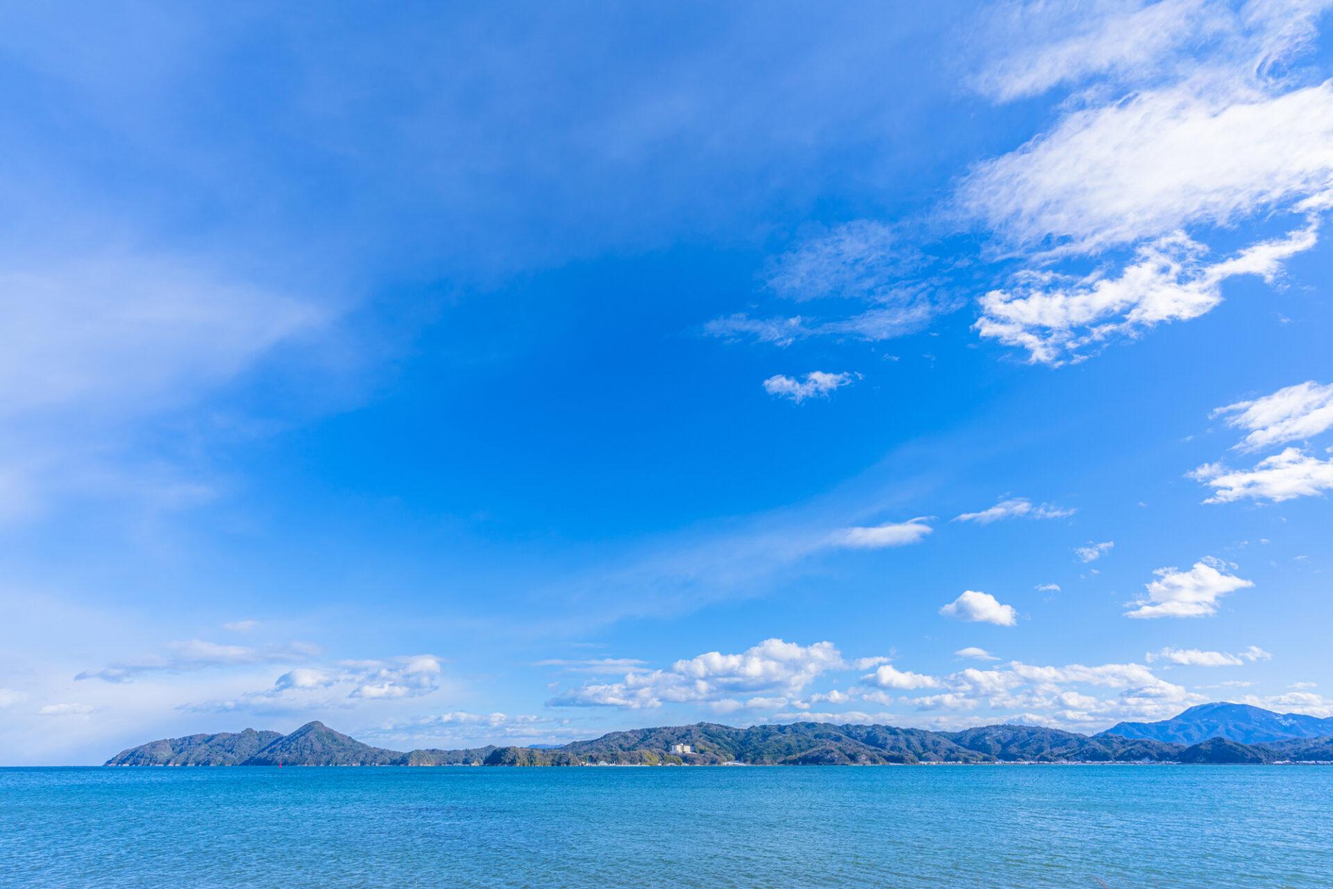 広大な海と青い空