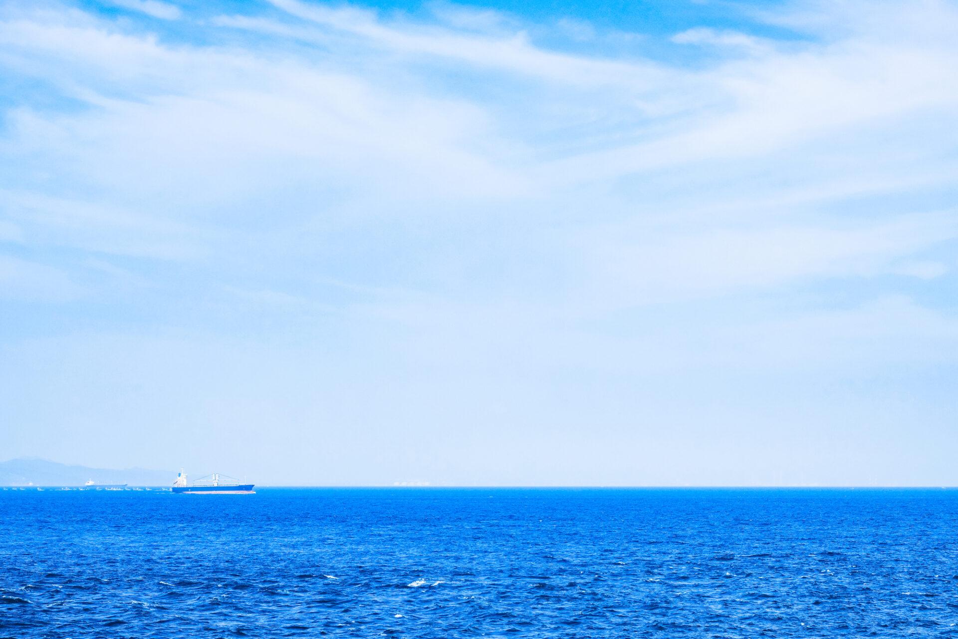 地平線とタンカー