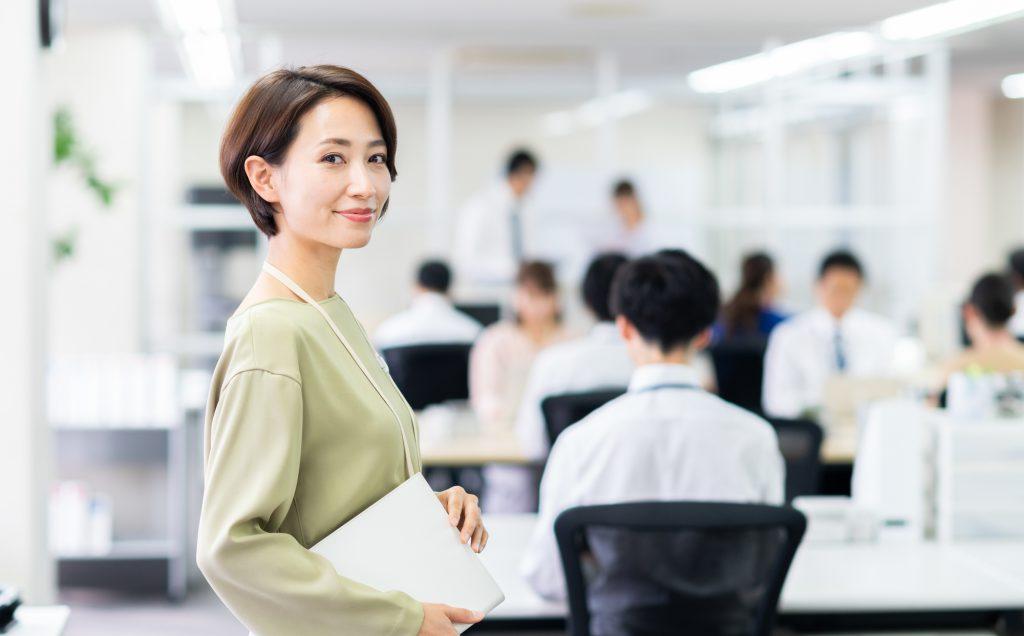 女性とオフィス
