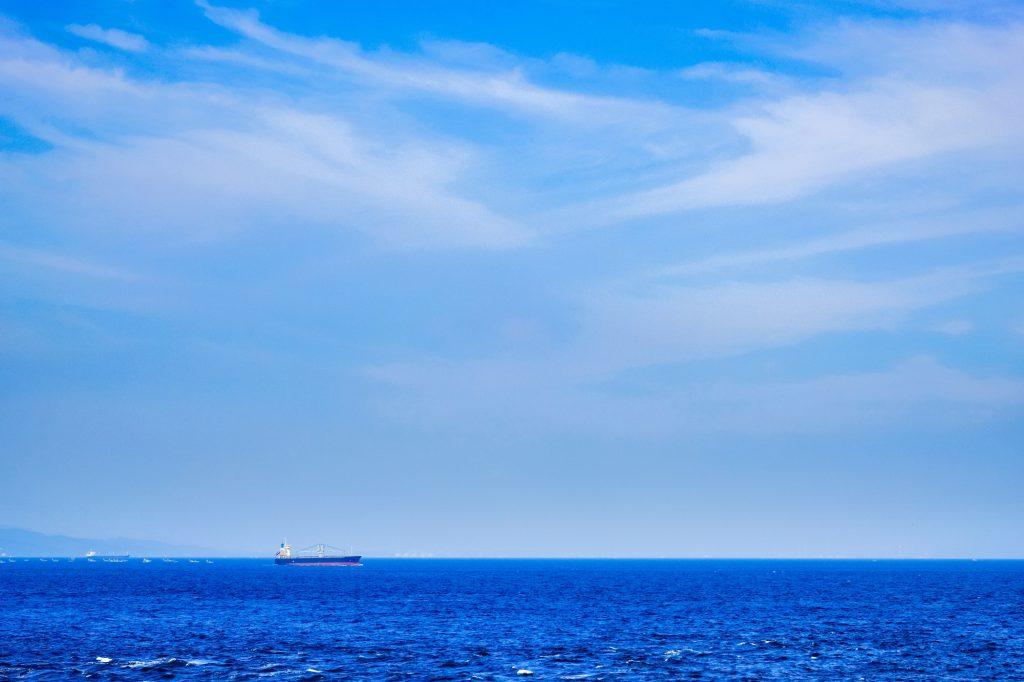 青く広い海が広がる