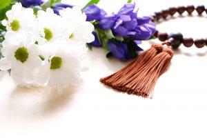 数珠と白い花
