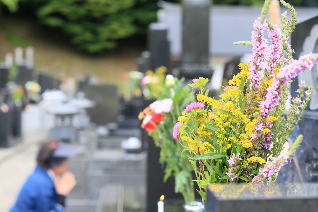 お墓に供えられたお花
