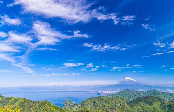 晴れた空と富士山