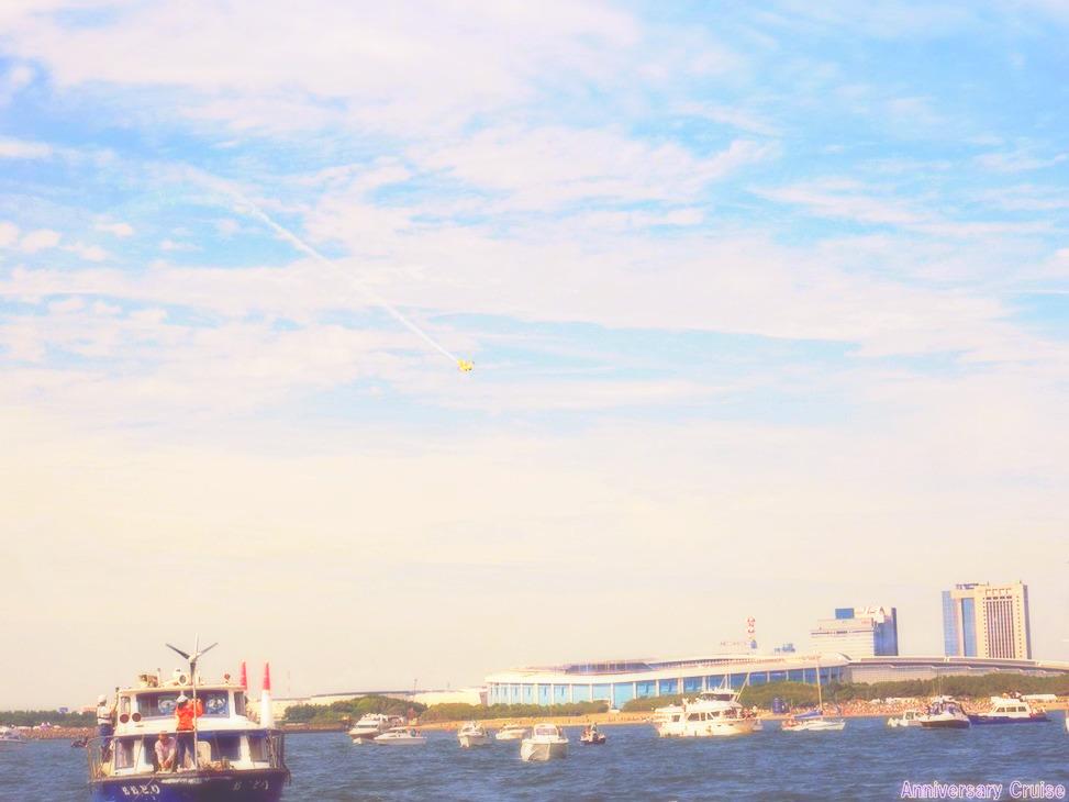 海に浮かぶ数隻の船