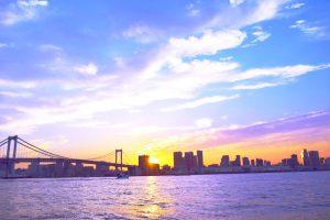 夕日に照らされた美しい東京湾