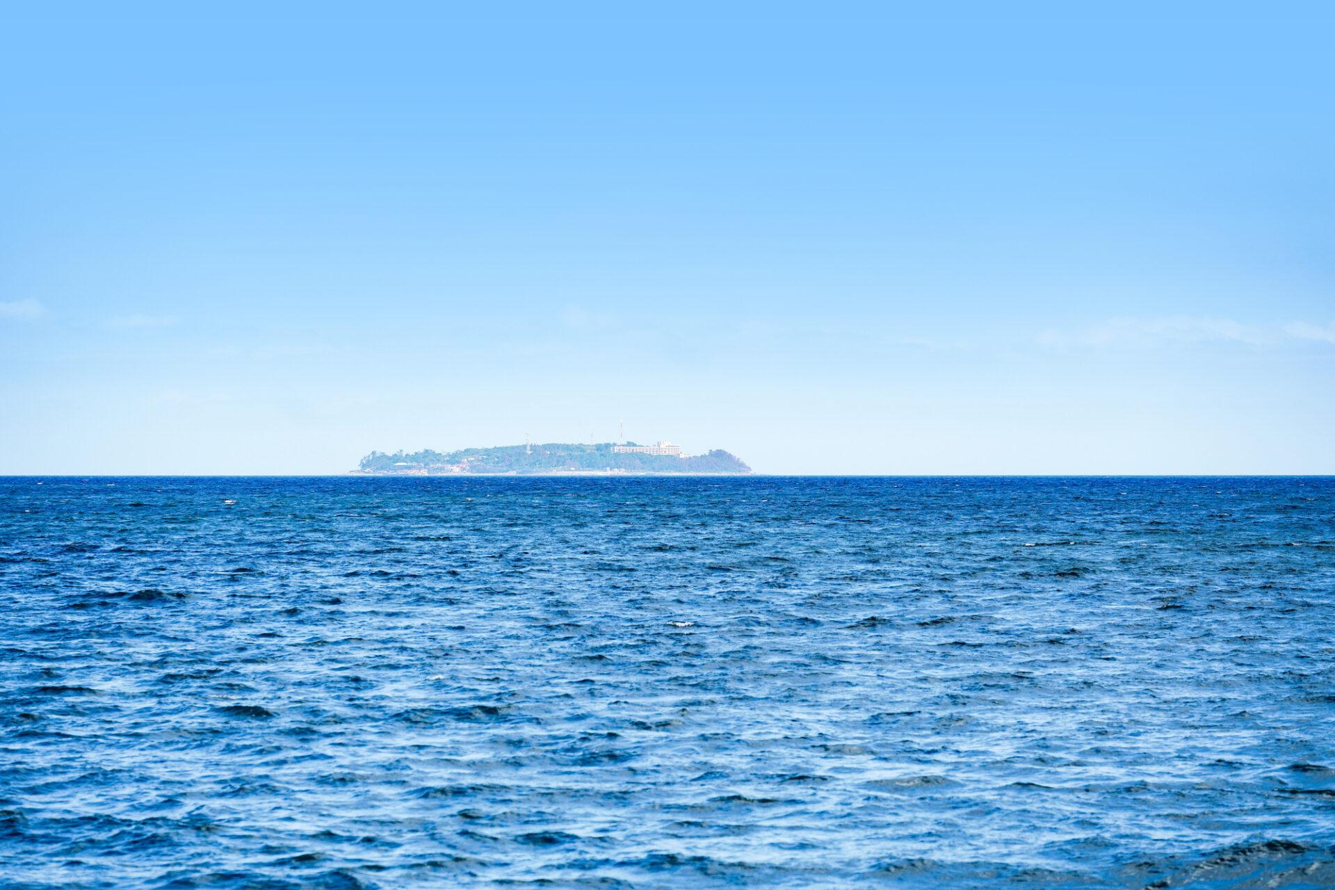 島が見える海