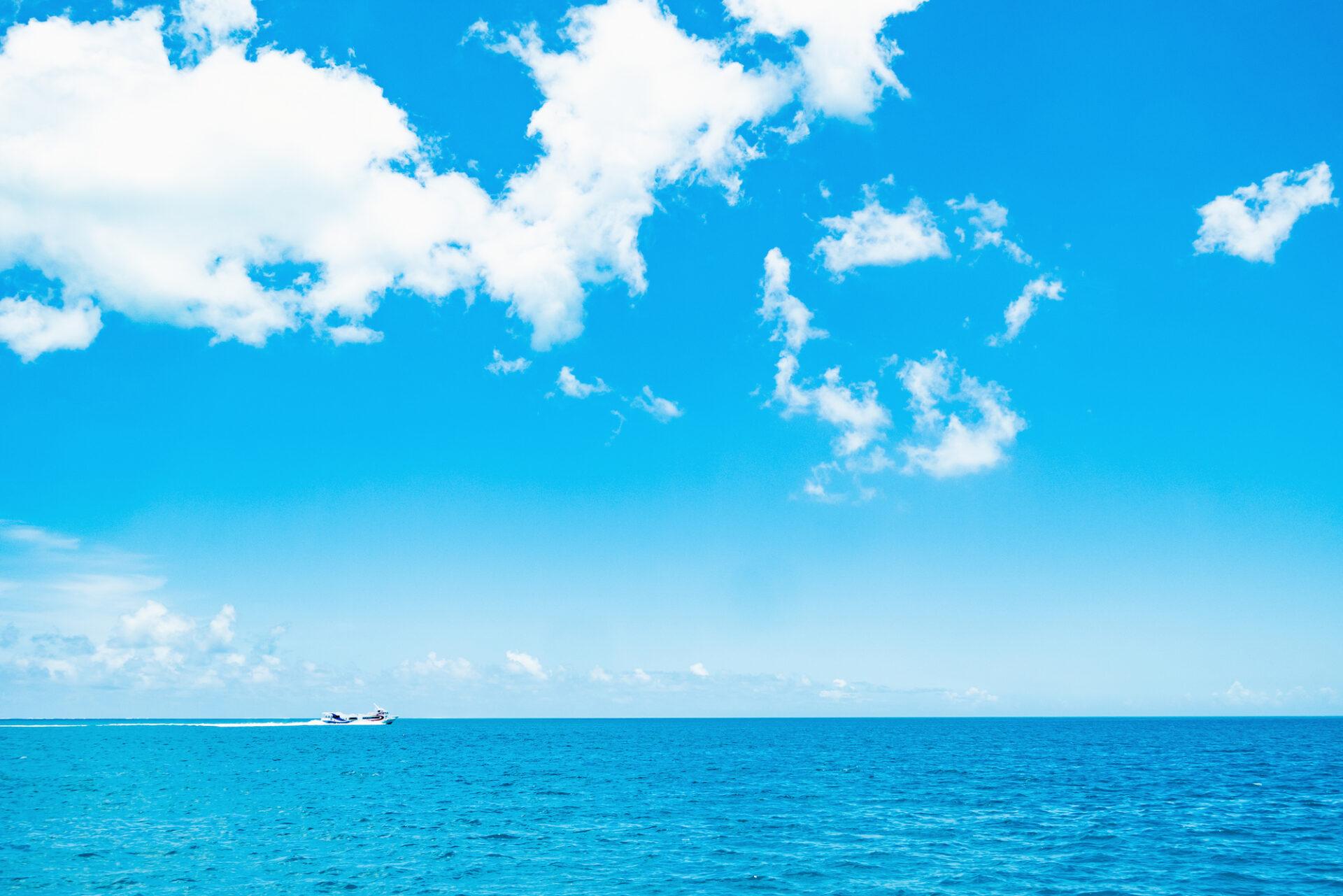 青い空と海が広がる