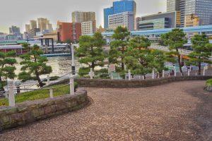 竹芝小型船乗船所へと続く公園