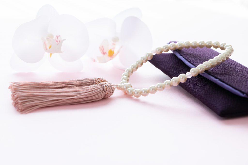 数珠と袱紗と切り花