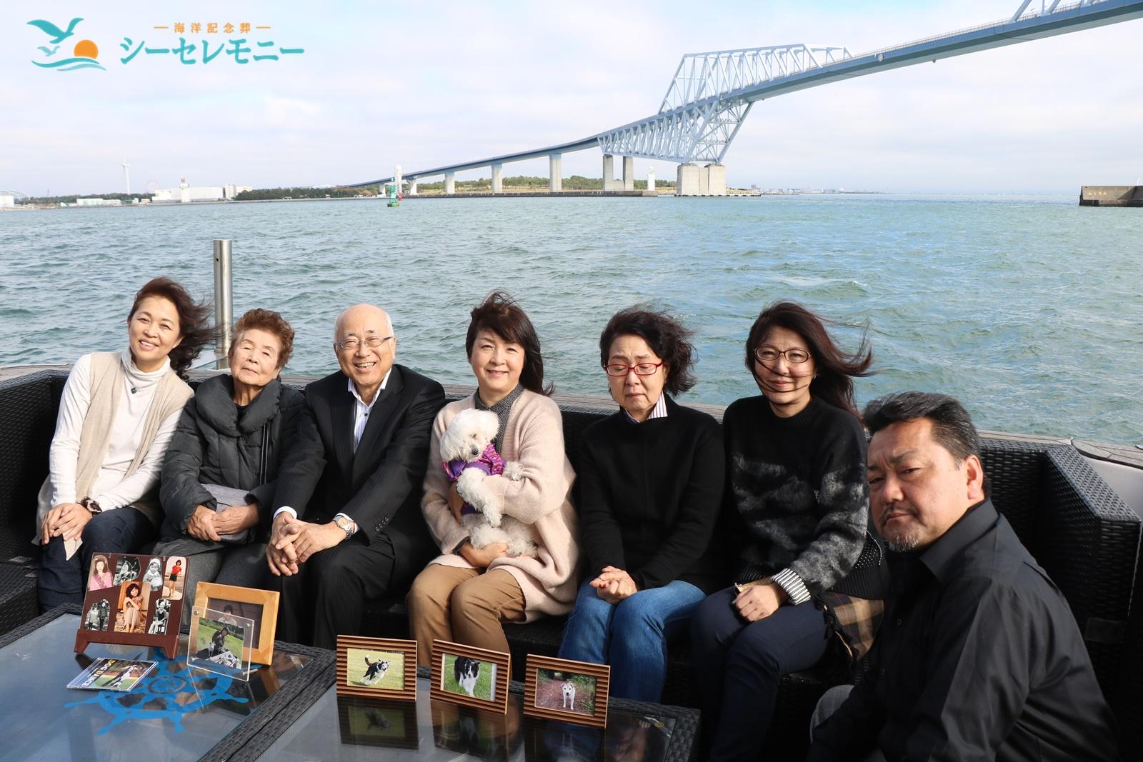 散骨を終えたご家族の集合写真