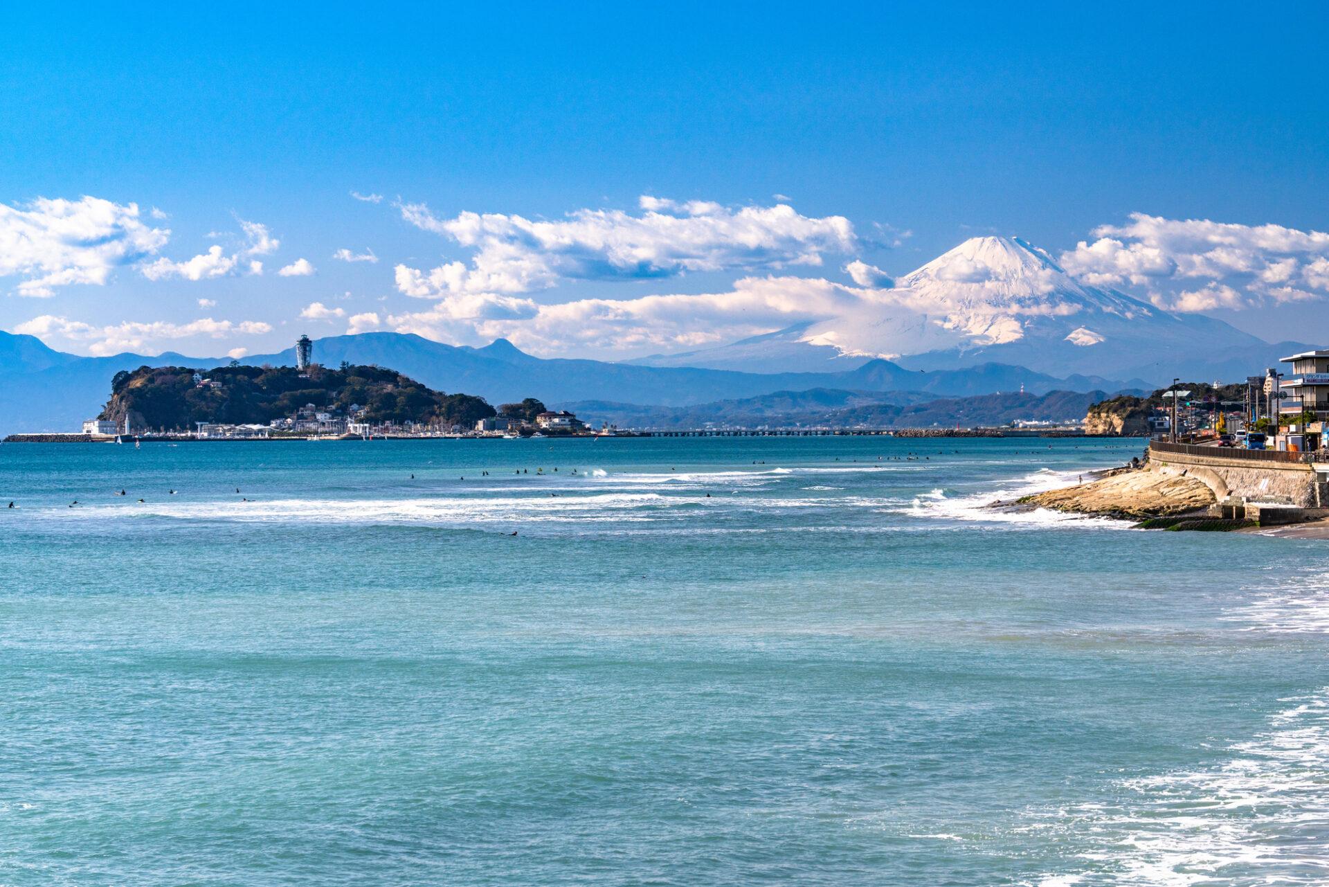 広い海と青い空