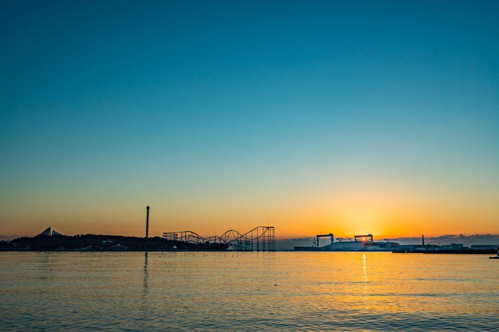 夕日の沈む前の海