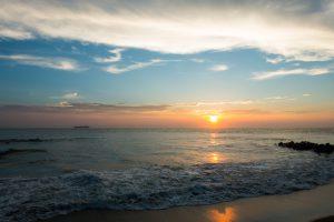 夕日が沈む海
