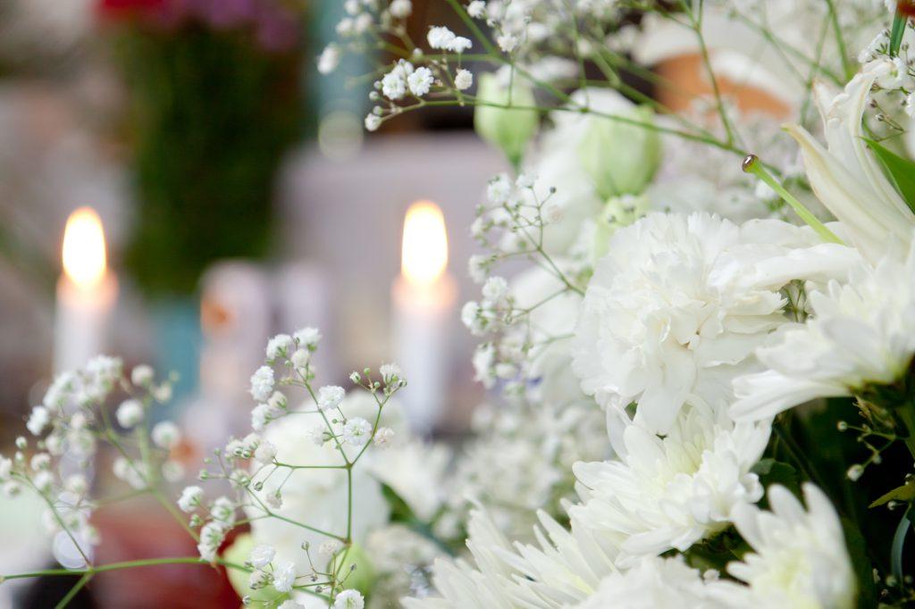 白い花とろうそく