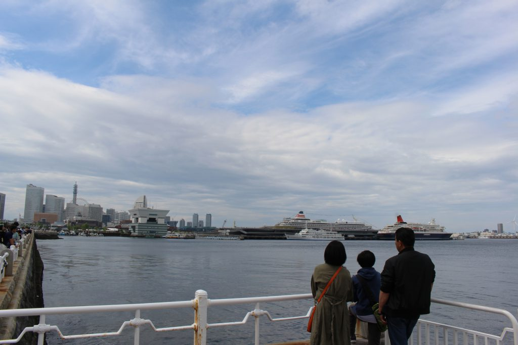 海を見る家族