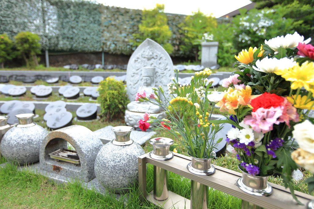 きれいに管理された墓地
