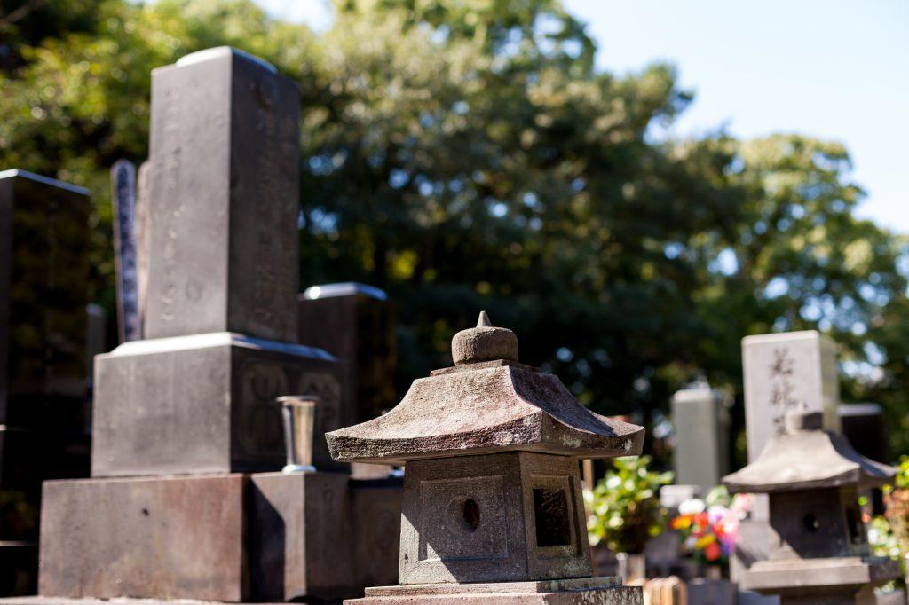 いくつかの墓石