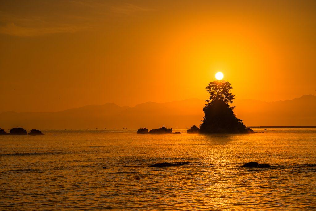 夕焼けが綺麗に見える海