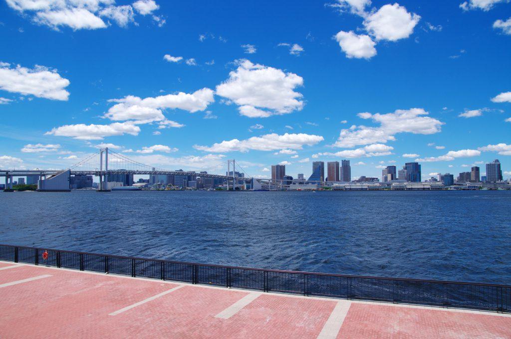 海と都会が見える景観の良い場所
